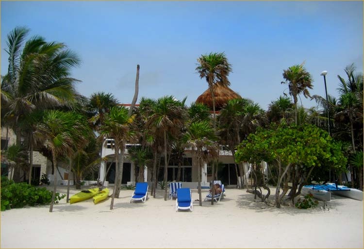 Resortside Akumal Mexico luxury vacation rentals Mexican villa for rent by owner